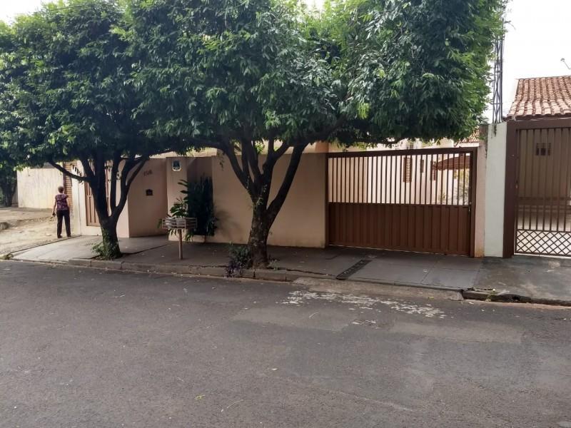 Imagem de Terreno 12x36. Tem 03 dormitórios com 02 banheiros. Aceita -se troca com imóvel de menor valor.