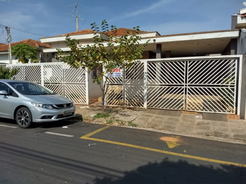 Imagem de Casa com terreno (11x33) metros. Tem 03 dormitórios. Aceita-se proposta.