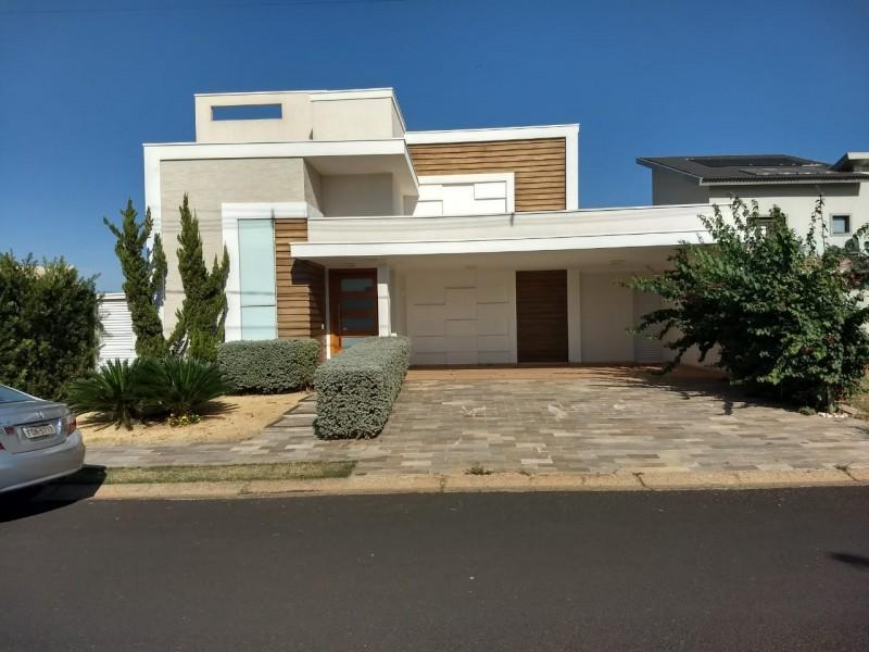 Imagem de Casa no condomínio Damha V com 4 dormitórios sendo uma suite master com closet e 3 suítes normais.