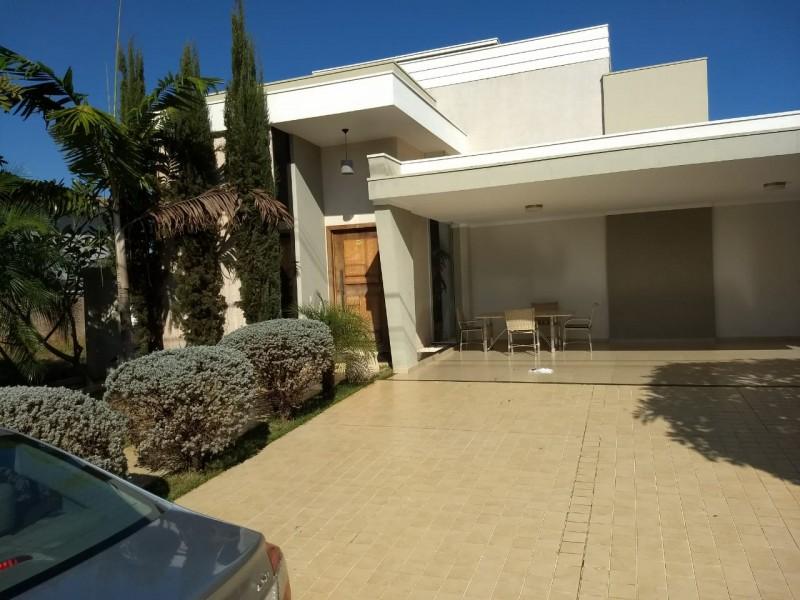 Imagem de Casa no condomínio Damha V com 04 dormitórios sendo 01 suíte master e 03 suítes normais.