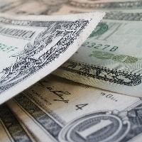Dólar cede terreno ante real de olho em exterior e ata do Copom