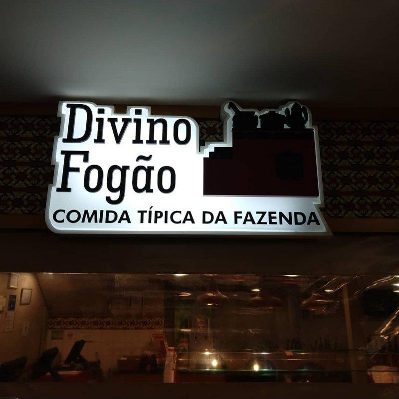 Imagem de Manutenção na iluminação do letreiro do restaurante Divino Fogão